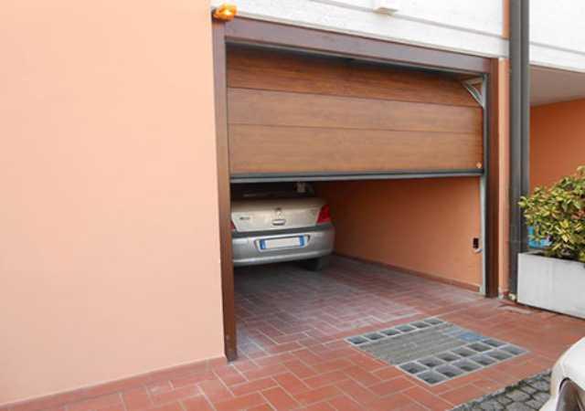 cửa trượt trần - cửa gara