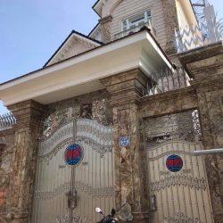 đá ốp cột cổng vàng hoàng gia